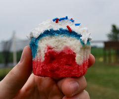 God-bless-united-states-cupcakes--large-msg-12467747728_thumb